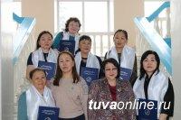 В Туве депутаты наградили сотрудниц столичного  Детдома
