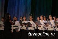 В Национальном театре к 8 марта провели церемонию награждения женщин республики