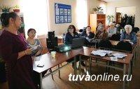Тувинских пенсионерок научили ориентироваться в загранпоездках без посторонней помощи