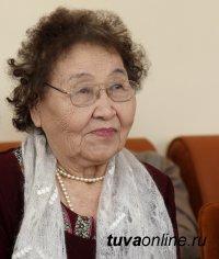 Почетному гражданину города Кызыла Екатерине Дуктуг-ооловне Тановой исполнилось 90 лет