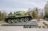 Военнослужащие ЦВО закончили реставрацию танка Т-34 в Кызыле