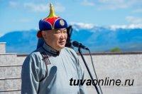 Глава Тувы исполнил песню «День победы» на берегу Енисея