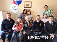 Сотрудники МВД Тувы поздравили ветеранов ведомства - тружеников тыла, с 75-летием Победы