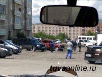 В столице Тувы устанавливают личности организаторов нелегальных авторынков