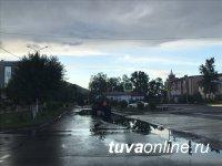 В дождливом Кызыле всю технику бросили на откачку луж