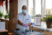 В Туве одним из первых избирательный участок посетил спикер парламента Кан-оол Даваа