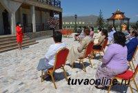 В Туве вручены госнаграды врачам и медсестрам
