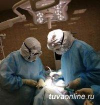 В Туве провели высокотехнологичную операцию пациенту с COVID-19