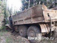 В Туве пассажир попал под колеса грузовика и погиб