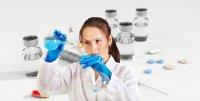 Вакцину против коронавируса первыми получат учителя и врачи