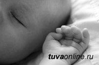 В Туве пьяная мать во сне задавила месячную дочь