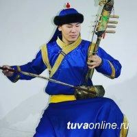 Сегодня онлайн-мастер-класс игры на тувинских народных инструментах даст Роберт Чадамба