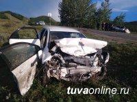 Подросток, не сумев справиться с управлением, наехал на автомобиль, погубил себя и 2-летнего пассажира другого авто