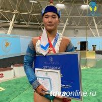 18-летний Бады-Маадыр Самдан из Улуг-Хема победил в хуреше среди молодых борцов