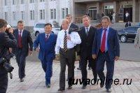 Глава Тувы Шолбан Кара-оол поздравил Владимира Путина с днем рождения