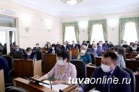 В Туве увеличат прожиточный минимум пенсионеров и выплаты приемным родителям