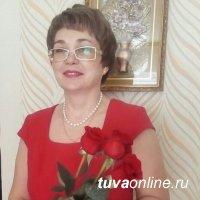 В Туве государственный инспектор по русскому языку Елена Хардикова поздравила жителей с Днем тувинского языка
