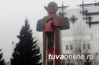 В столице Тувы вандалы осквернили памятник первому государственному деятелю Салчаку Токе