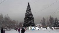 В Кызыле перекрыли улицу для установки главной ёлки