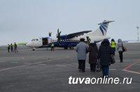 В Кызылском аэропорту до самолета идут пешком