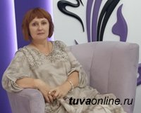Поздравления с Днем рождения сегодня принимает один из главных методорганизаторов библиотечного дела в Туве Ирина Подик