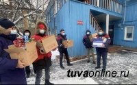 В Туве активисты ОНФ передали станции скорой помощи Кызыла новогодние подарки от спонсоров