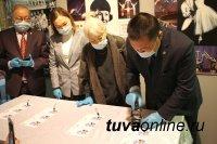 В Туве провели церемонию гашения почтовых открыток, выпущенных к 100-летию Владимира Оскал-оола