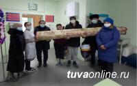 В Туве воспитанникам Дома ребенка на Новый год подарили ковер