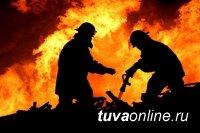 Единороссы Тувы помогают погорельцам справиться с последствиями смертельного пожара на Тодже
