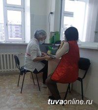 В Туве вакцинировано 2818 человек, в том числе 604 работников образования Кызыла
