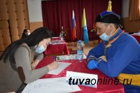 Мобильная приемная Главы Тувы провела работу с жителями двух сел Пий-Хемского района