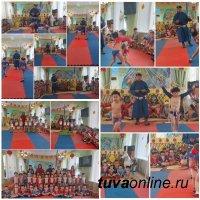 В Туве накануне Шагаа, Нового года по лунному календарю, проводятся соревнования по борьбе хуреш. В том числе и в детсадах