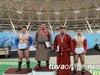 В Турнире по борьбе хуреш среди юношей до 18 лет победил Юрий Кызыл-оол
