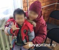 В Туве спустя сутки после исчезновения разыскали 4-летнего мальчугана, потерянного пьяной матерью