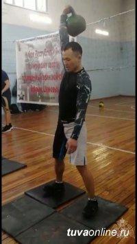 В Туве состоялись соревнования по гиревому спорту, посвященные воинской славе братьев Шумовых