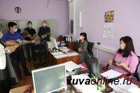 В ТувГУ женщин и девушек поздравили с наступающим 8 марта