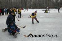 В Туве к 95-летию пожарной службы провели Первый турнир по хоккею в валенках