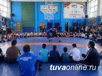 В Туве единороссы запустили для детей месячник здоровья
