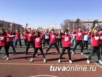 В Туве в 75-летнюю годовщину медколледжа обновили спортплощадку учреждения