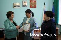 Сертификаты на солнечную батарею и строительные материалы от единороссов Верховного Хурала Тувы