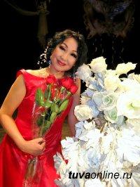 Поздравления с Днем рождения принимает Заслуженная артистка Тувы Луиза Мортай-оол