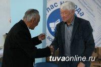 Народный писатель Тувы Кара-Куске Чооду принимает поздравления с 85-летием