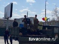 В Туве персональный парад и концерт провели у дома четырех фронтовиков
