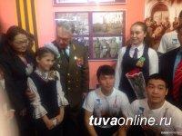 Боец Тувинской народно-революционной армии, генерал-майор Петр Иванков награжден медалью «100 лет городу Кызылу»