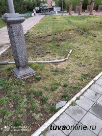 Автомобилист сбил элементы благоустройства Площади Победы в Кызыле