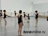 """Прима-балерина Светлана Захарова посетила урок юных балерин из Тувы в центре """"Сириус"""""""
