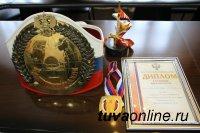 Кан-оол Даваа поздравил 5-кратную Чемпионку России по кикбоксингу Диану Доктугу
