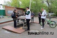 Накануне Дня защиты детей состояние детских площадок в Кызыле проверили единороссы
