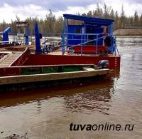 В отдаленном Тоджинском районе Тувы «сорвался» паром с машиной и людьми на борту.