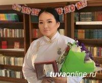 Певица из Тувы Сайзана Сюрюн признана лучшей на Всероссийском конкурсе этнической эстрады